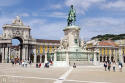 Európa egyik legnagyobb tere, a lisszaboni Praca do Comercio
