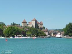 Annecy városa a tó felől