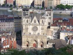 a Notre-Dame de Fourvière bazilika Lyon fölött