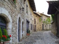 időutazás Perouges középkori utcáin