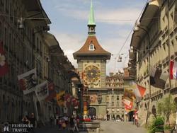 Bern főutcája az óratoronnyal