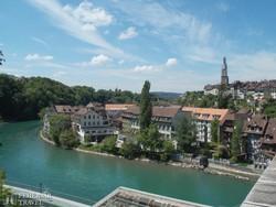 az Aare folyó kanyarulatában fekvő Bern