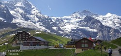 panoráma a Kleine Scheideggnél, a Jungfrau fogaskerekű állomásán