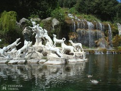 Caserta kastélya: szoborcsoport a parkban