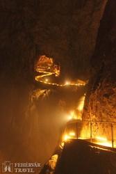 föld alatti kanyon a Škocjani-barlangban