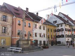 Škofja Loka hangulatos főtere