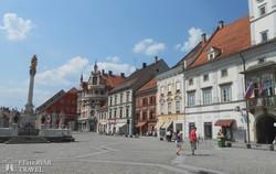 Maribor díszes főtere a Szentháromság oszloppal