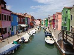 Burano vidám, színesre festett házai