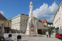 Baden főtere a Szentháromság oszloppal