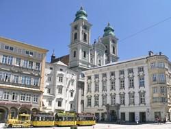 Linz főtere a plébániatemplommal – részlet