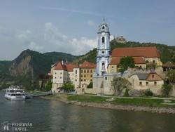 Dürnstein a Duna felől