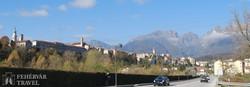 Belluno szép fekvésű városa a Dolomitok déli lábainál