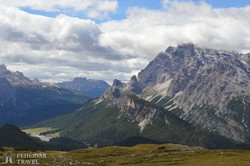 gyönyörű panoráma a Dolomitok fenséges hegyvilágára