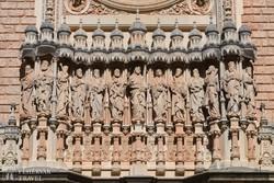 aprólékos kőfaragások a Montserrati kolostornál