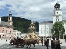 salzburgi életkép a Residenzplatzon