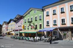 Mondsee: színes házak a főtéren
