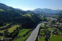 gyönyörű panoráma a Werfeni várból a Salzach völgyére
