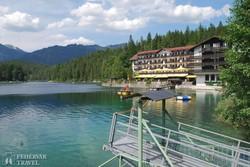 bájos tavacska a Zugspitze lábainál, az Eibsee