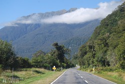 szép alpesi tájakon át vezet az út Queenstown felé