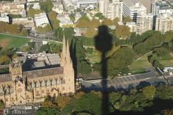 Sydney – alattunk a katedrális és a Sydney Tower árnyéka