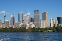 Sydney belvárosa – balra a Sydney Tower