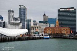 Auckland toronyházai a kikötő felől