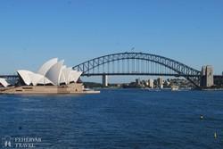 Sydney jelképei, az Operaház és a hatalmas Harbour Bridge (a Kikötő híd)