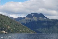 útban a Doubtful Soundhoz (hajózás a Manapouri-tavon)