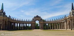 Potsdam: a Neues Palais (Új Palota) oszlopsora a Sanssouci Parkban