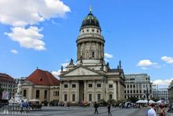 Berlin: a történelmi Gendarmenmarkt egyik temploma