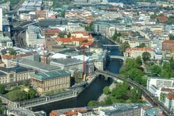 Berlin egy részlete a tévétoronyból, előtérben a Múzeumsziget