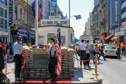 Berlin: a Checkpoint Charlie (az egykori határátkelőhely)
