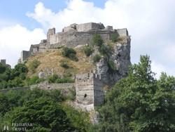 a sziklaszirtre épült Dévényi vár