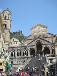 Amalfi: díszlépcső a dómhoz