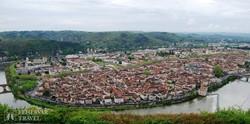 a Lot folyó hajtűkanyarjában fekvő Cahors városa