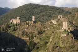 a Lastours falucska fölött emelkedő kathar várromok – részlet