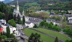Lourdes: a szentélyek negyede a várból