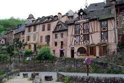 Conques középkori házai