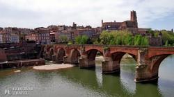 Albi óvárosa és katedrálisa a Tarn folyó felől