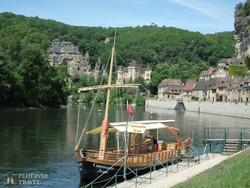 hajózás a festői La-Roque-Gageac falucskából