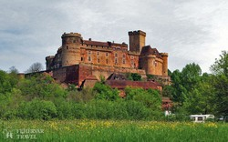 Castelnau-Bretenoux impozáns várkastélya