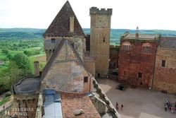 a Castelnau-Bretenoux várkastély belső udvara
