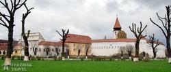 az impozáns templomerőd Prázsmárom