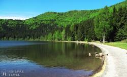 a Szent Anna-tó egy ősi vulkán kráterében
