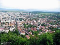 panoráma Déva városára a várból
