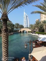 a világhírű Burj Al Arab szálloda Dubaiban