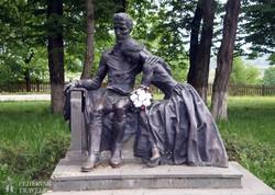 Petőfi Sándor és Szendrey Júlia szobra Koltón