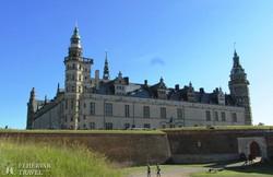 Kronborg hatalmas várkastélya Helsingörben