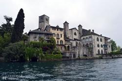 pillantás San Giulio-szigetére a hajóról