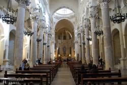 Lecce: a Santa Croce-templom főhajója